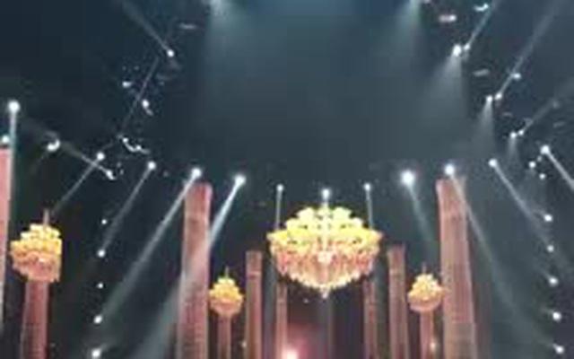 Cú xoay váy đỉnh cao trong phần thi dạ hội của H'Hen Niê.