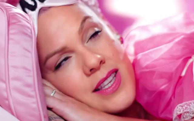 """""""Beautiful Trauma"""" MV - Pink"""