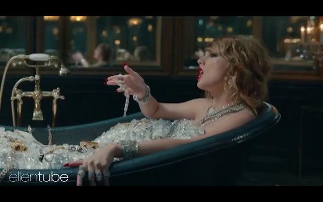 "Ellen DeGeneres nhái lại clip ""hóa rắn"" của Taylor Swift"