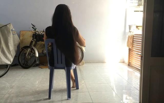 Clip Hạnh khoe tóc dài gần 2m trên Youtube giúp cô kiếm tiền triệu