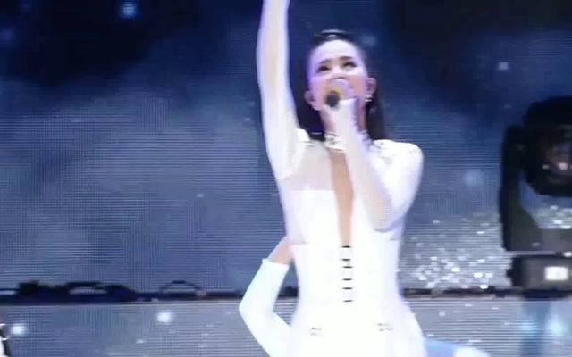 Đông Nhi đốt cháy sân khấu Asian Songs Festival đêm 25/09
