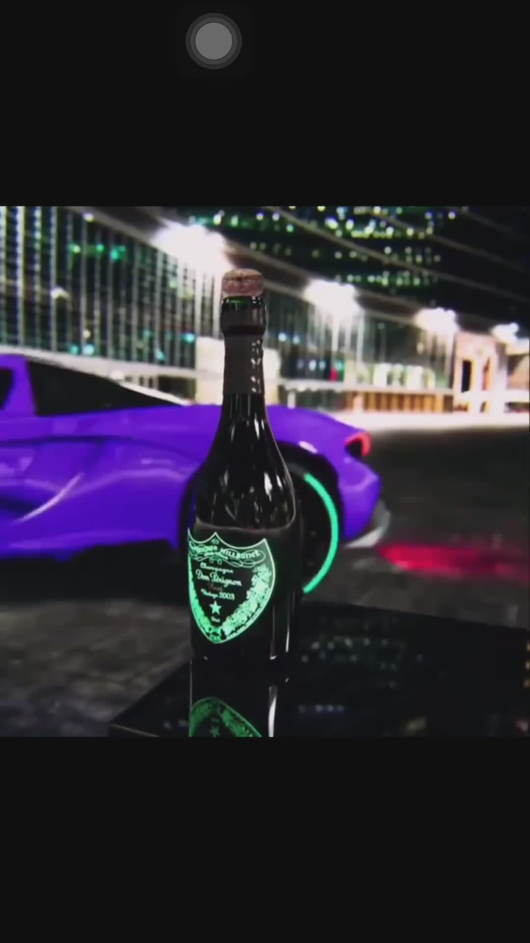 Đây là cách siêu xe theo trend 'đá tung nắp chai'