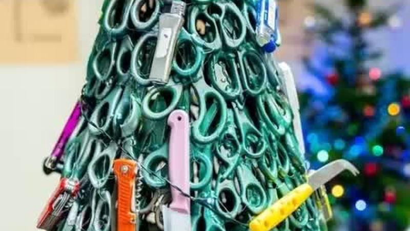 Cây thông Noel làm từ sản phẩm bị cấm khi lên máy bay