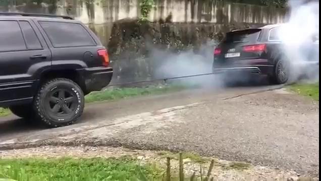 """Audi SQ7 thi """"kéo co"""" với Jeep Grand Cherokee"""