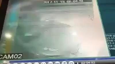 Hà Nội: Mazda CX-5 bị đốt trong đêm