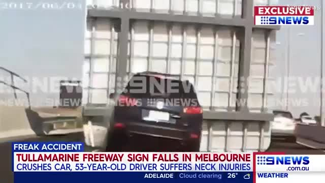 Lái xe trên đường, người phụ nữ suýt chết vì lí do không tưởng