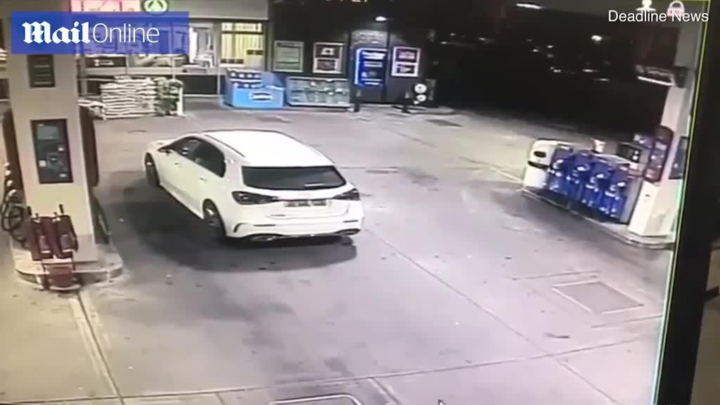 Vừa đổ xăng xong, người phụ nữ bất ngờ bị cướp xe song may mắn thoát nạn nhờ làm 1 việc