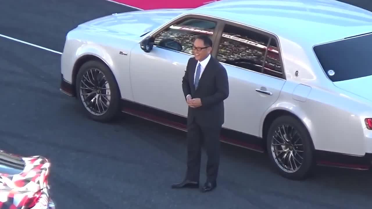 """Sếp Toyota mang """"Rolls-Royce Nhật"""" Century siêu ngầu tới đường đua"""