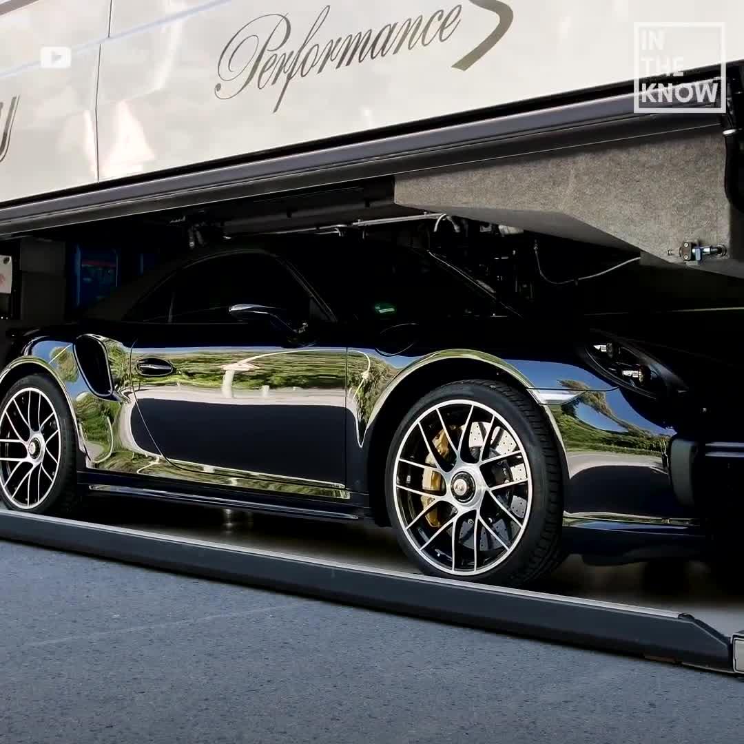 Đây là chiếc xe có thể cất vừa cả Bugatti và mang đi du lịch