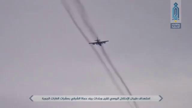 Máy bay cường kích chiến trường Nga Su-25 liên tục trực chiến trên bầu trời tỉnh Idlib, không kích bất cứ mục tiêu nào phát hiện được trên chiến trường - video truyền thông đối lập Syria