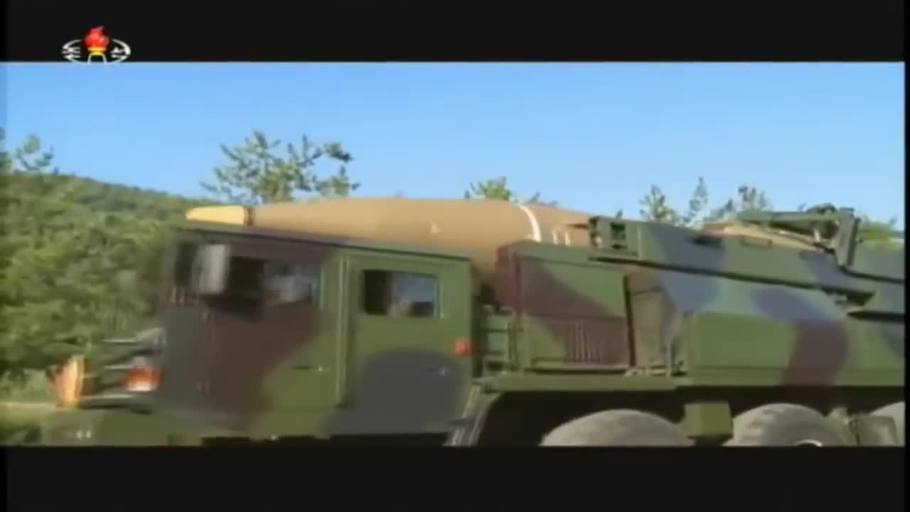Triều Tiên phô diễn sức mạnh quân sự.