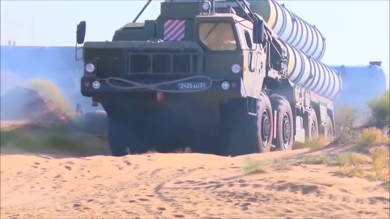 Tên lửa phòng không S-400 Nga thực hành bắn đạn thật.