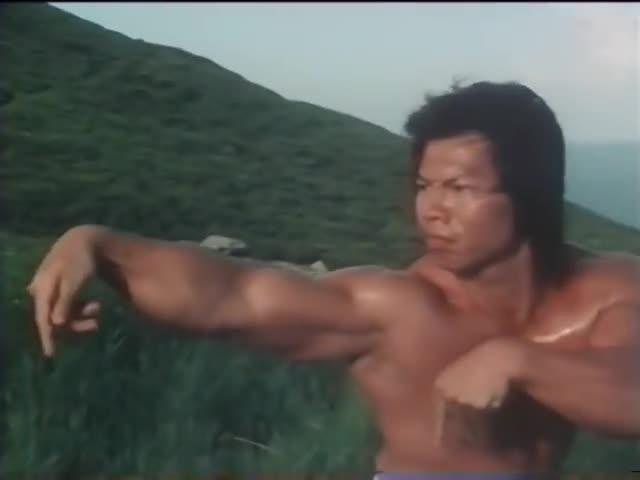 Dương Tư thi triển võ công trong phim.