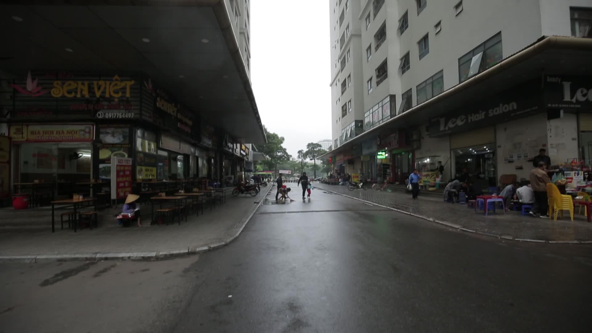 Video vụ mẹ ném con ở chung cư Linh Đàm