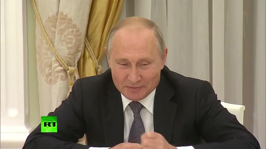 Video Tổng thống Putin hỏi ông Bolton: Con đai bàng đã ăn hết olive rồi?