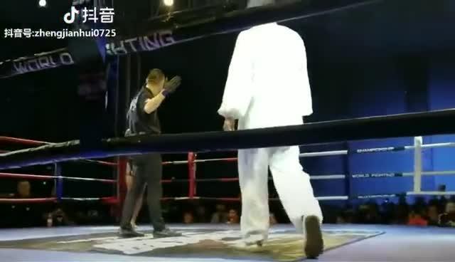Võ sư phái Võ Đang để thua võ sĩ MMA