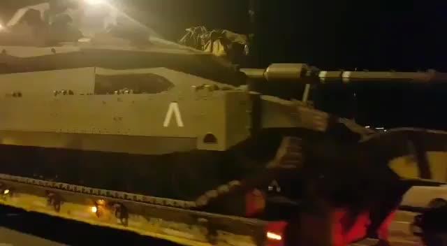 Israel triển khai xe tăng áp sát biên giới Gaza