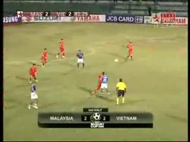 Bàn thắng từ khoảng cách 60 mét của Vũ Phong vào lưới Malaysia ở AFF Cup 2008