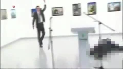 Video: Đại sứ Nga tại Thổ Nhĩ Kỳ bị ám sát ngay trên bục phát biểu