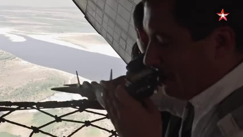 Su-57 tiếp nhiên liệu trên không