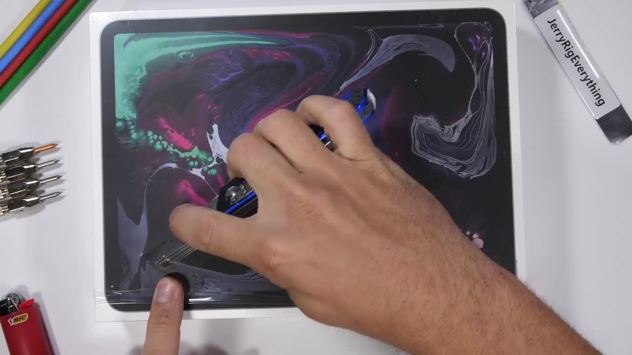 Thử nghiệm bẻ gãy gập iPad Pro