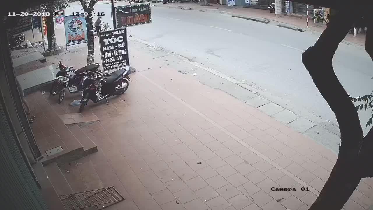Hiện trường vụ tai nạn xe đạp điện ở Hải Dương chiều 20/11