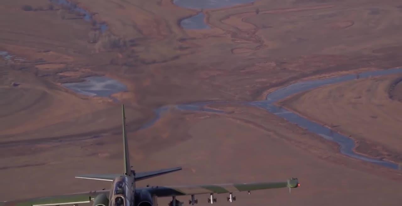 Su-25 và Su-34 của Nga song hành trên không