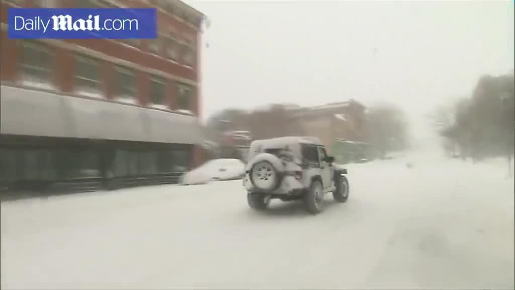 Xem video tuyết phủ trắng đường phố khu vực Đông Nam Mỹ (Nguồn: Daily Mail).