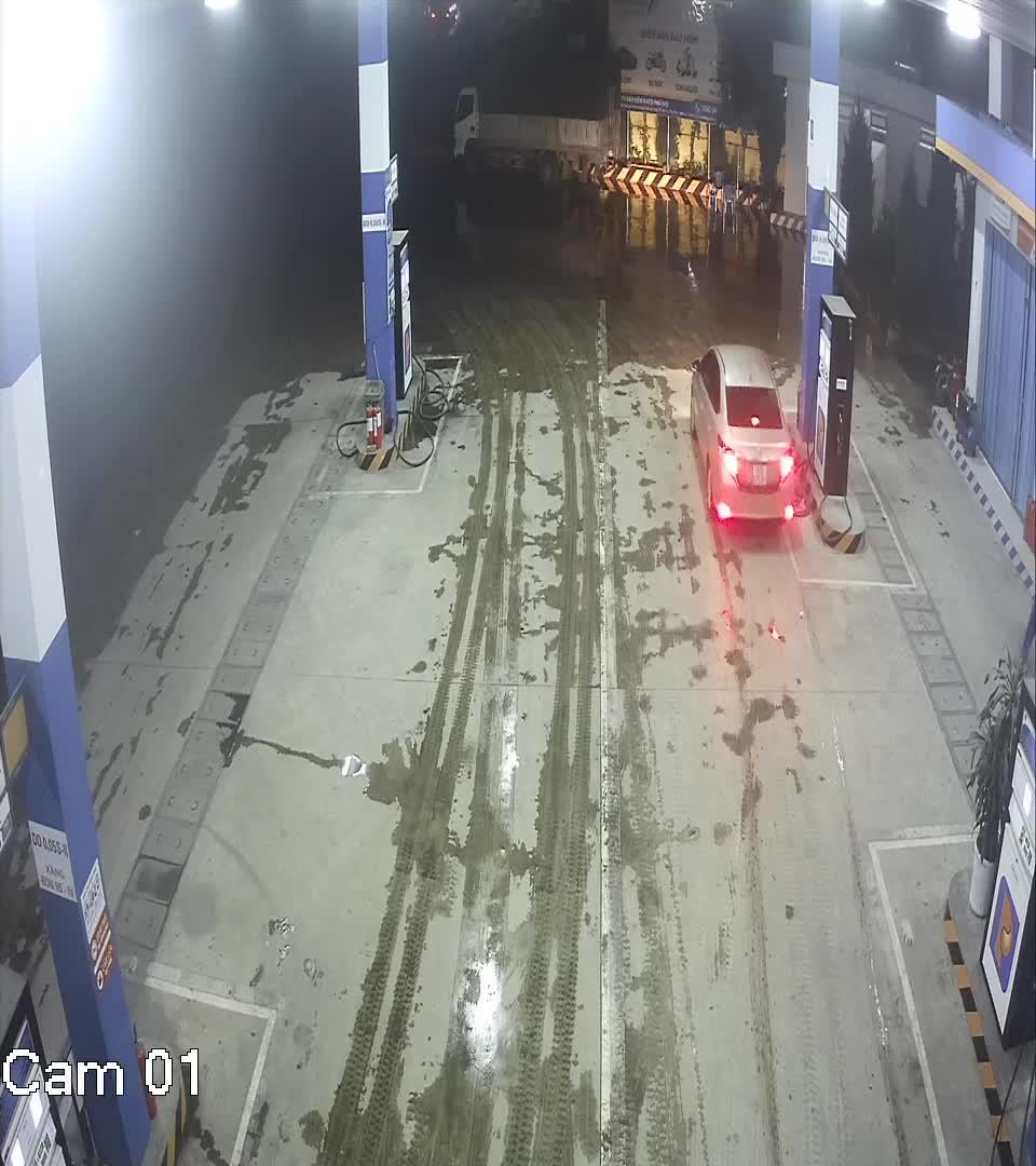 Người đàn ông vào trạm đổ xăng sau đó bỏ đi mà không trả tiền