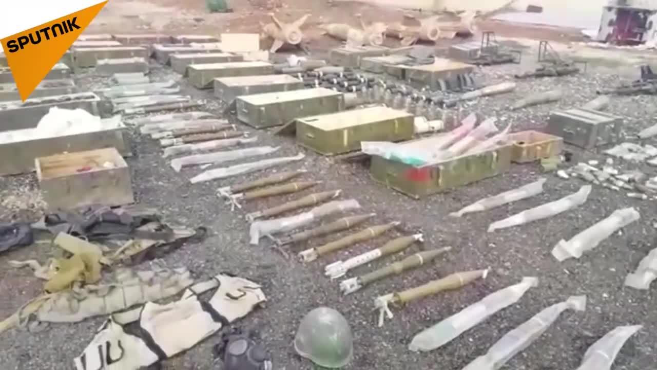 Quân đội Syria phát hiện cả tên lửa phòng không trong kho vũ khí của lực lượng Hồi giáo cực đoan ở Daraa. Video: Sputnik.