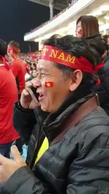 Bác Đặng Văn Lâm gọi điện báo tin cho bố anh ngay sau khi vô địch