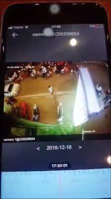 Ô tô điên gây tai nạn trên đường Trích Sài