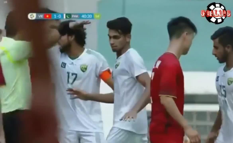 Asiad 2018: Văn Quyết ghi bàn thắng thứ 2 cho U23 Việt Nam trước U23 Pakistan
