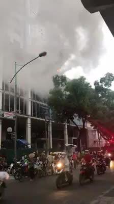 Cháy lớn tại tòa nhà FLC Cầu Giấy
