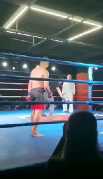 Chu Xuân Bình để thua ê chề trước một võ sĩ nghiệp dư.