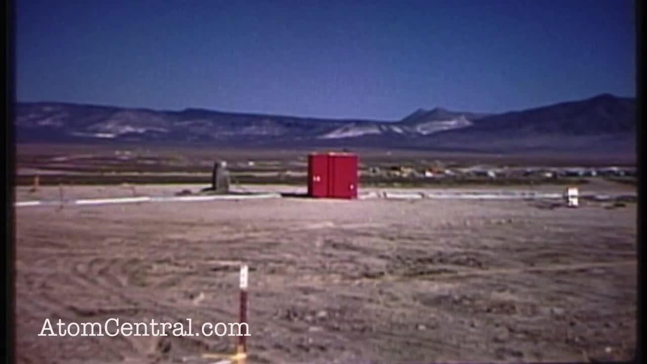 Một vụ thử bom hạt nhân dưới lòng đất.
