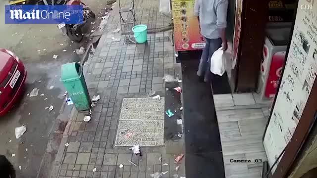 Hình ảnh mà camera an ninh ghi lại được về vụ bắt cóc diễn ra chớp nhoáng.