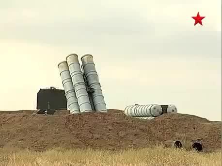Hệ thống tên lửa phòng không tầm xa S-400 Triumf của Nga diễn tập bắn đạn thật