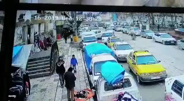 Khoảnh khắc vụ đánh bom liều chết khiến hơn chục người thiệt mạng ở Manbij