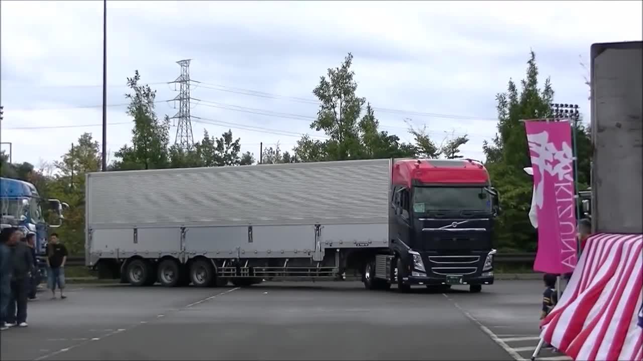 Nữ tài xế xe tải xinh đẹp nhất Nhật Bản.