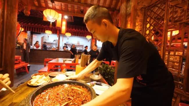 Tận mắt xem trình độ ăn cay của người Tứ Xuyên.