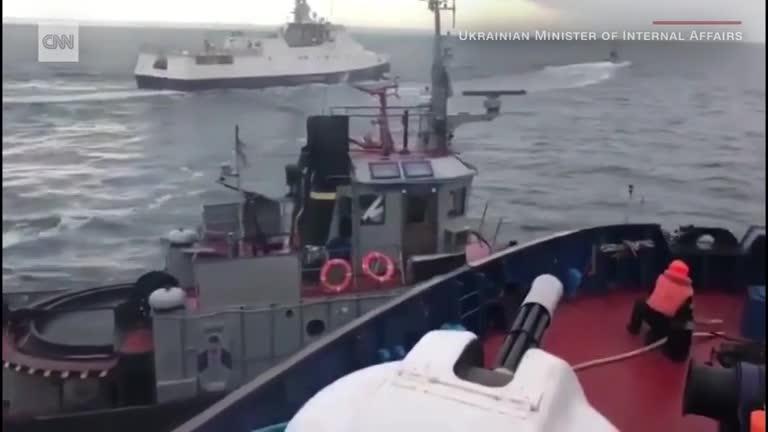 Bộ nội vụ Ukraine đăng video tố tàu Nga đâm tàu Ukraine