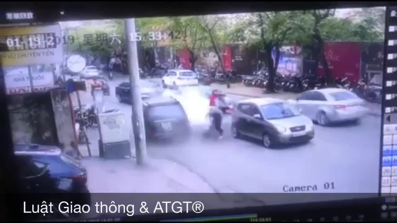 """Góc quay khác trong vụ """"xe điên"""" ở Ngọc Khánh"""