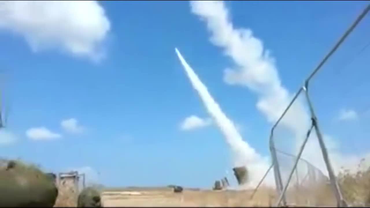 Hệ thống phòng thủ Iron Dome khai hỏa đánh chặn mục tiêu