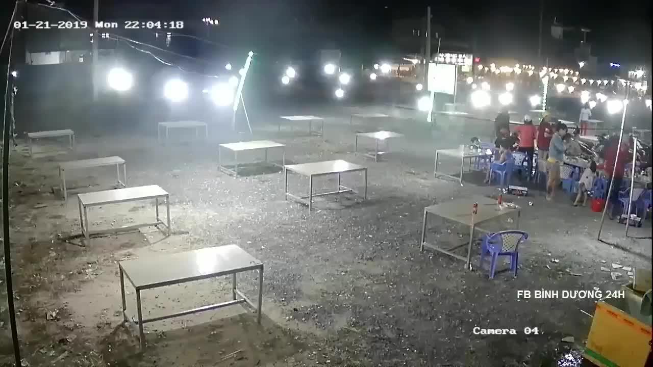 Đang ngồi nhậu bị nhóm người lạ lao tới truy sát