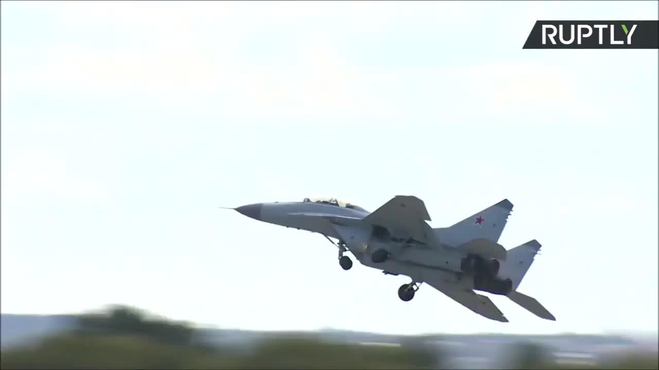 Tiêm kích MiG-35 trình diễn tại triển lãm hàng không MAKS 2019.