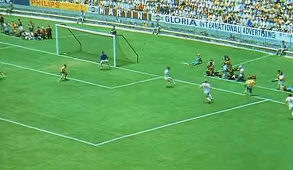 Pha cứu thua của Gordon Banks pha dứt điểm của Pele.
