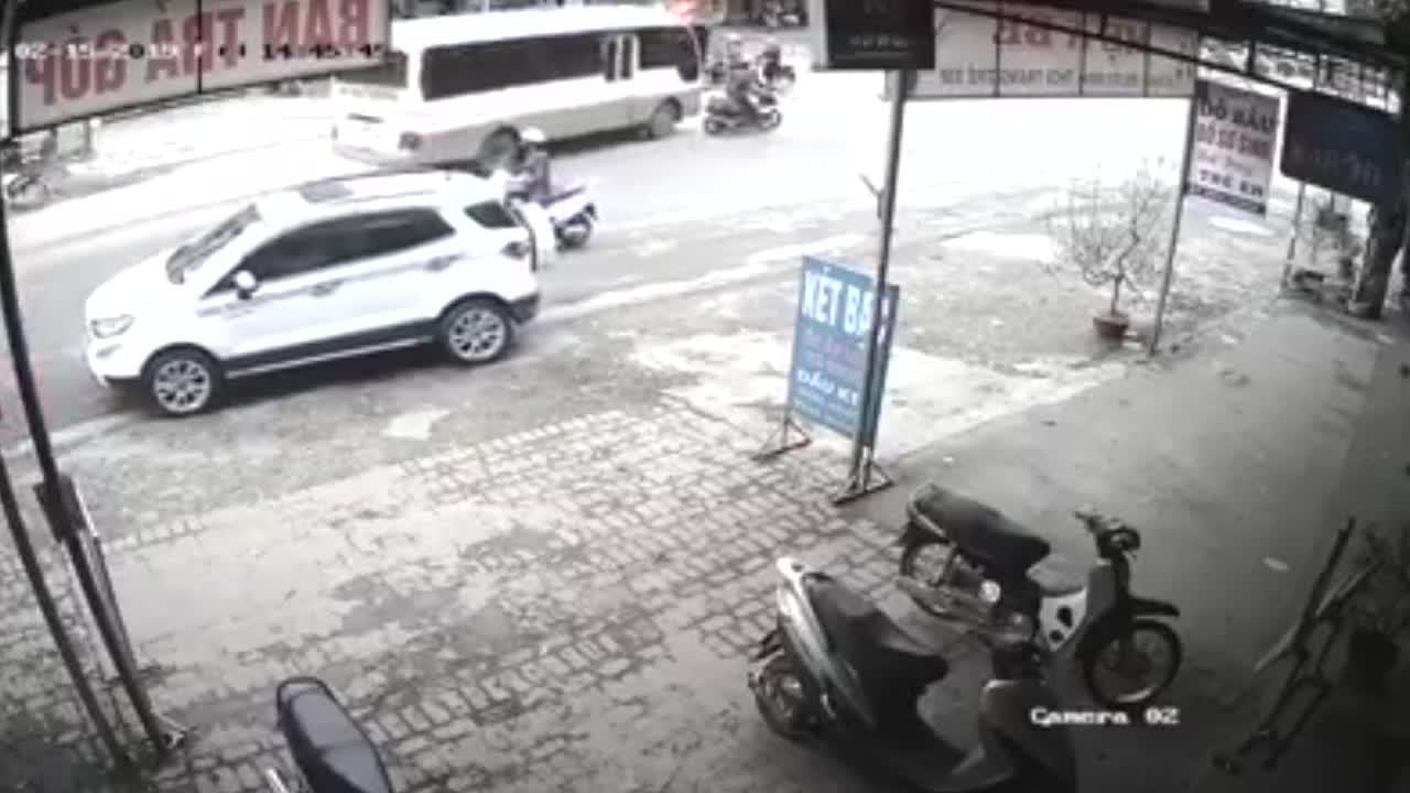 Vụ va chạm giữa xe tài, xe khách và xe máy