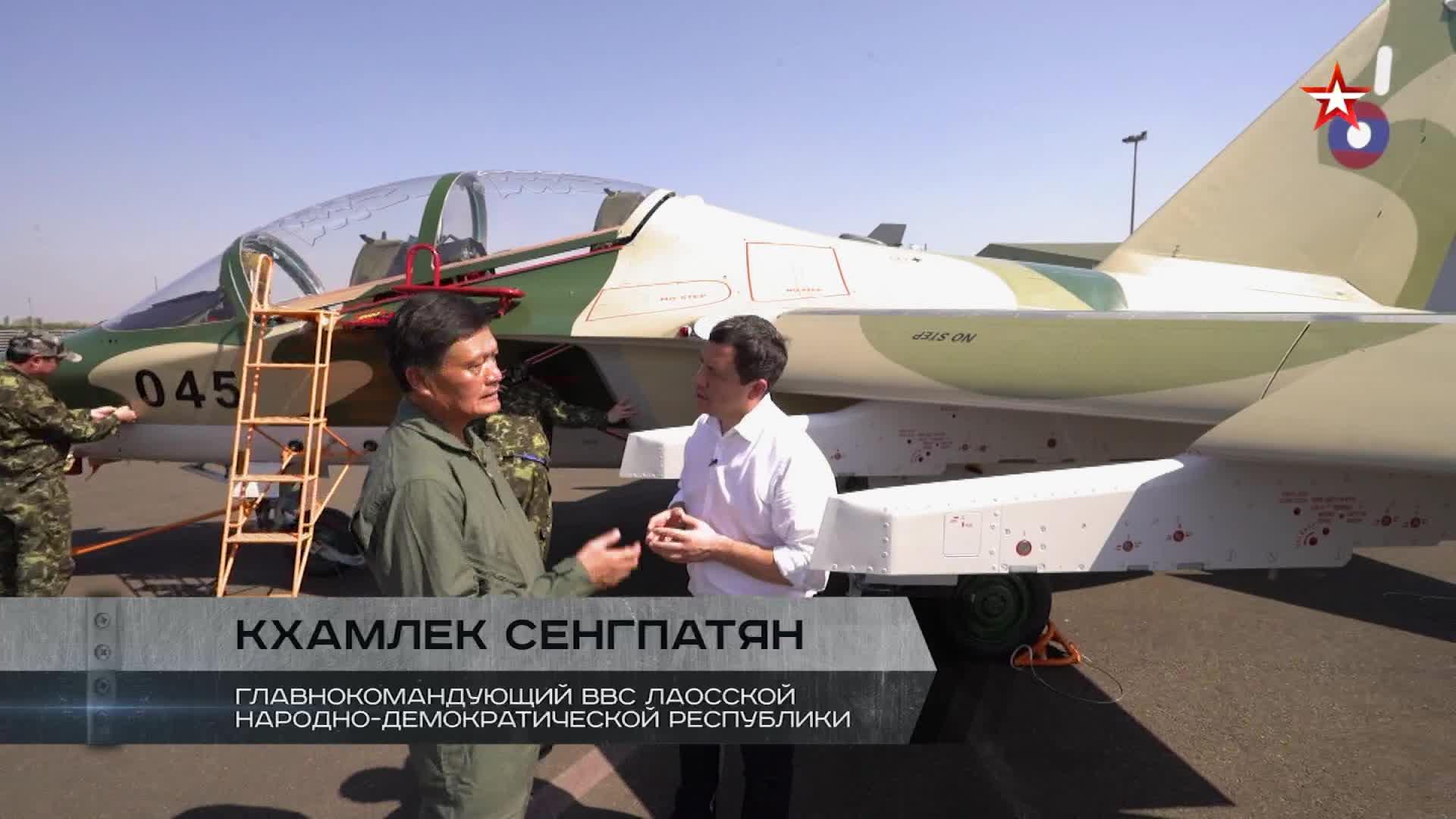 Quan chức cao cấp Sengpatyan, tư lệnh lực lượng không quân Lào trả lời phỏng vấn kênh truyền hình Ngôi Sao. Video: TV Zvezda.