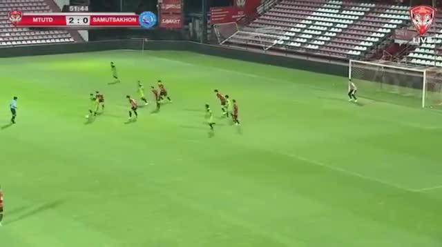Đặng Văn Lâm mắc sai lầm trong trận thắng 3-1 của Muangthong United